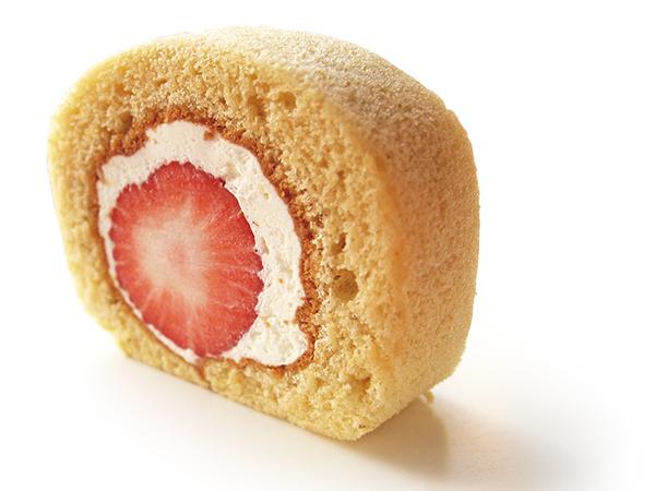 みずみずしい砺波のイチゴを生クリームとふわふわのスポンジでまるごと巻いたロールケーキです。