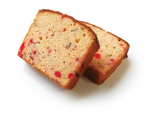 桜の葉やチェリーを散りばめた甘じょっぱさがクセになるパウンドケーキです。